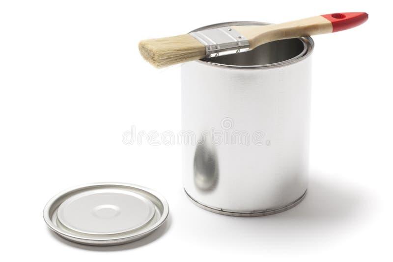 Το ανοικτό χρώμα μετάλλων μπορεί με μια βούρτσα στοκ φωτογραφία