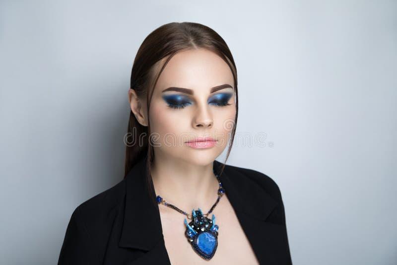 Το ανοιχτό μπλε γυναικών αποτελεί στοκ φωτογραφία με δικαίωμα ελεύθερης χρήσης
