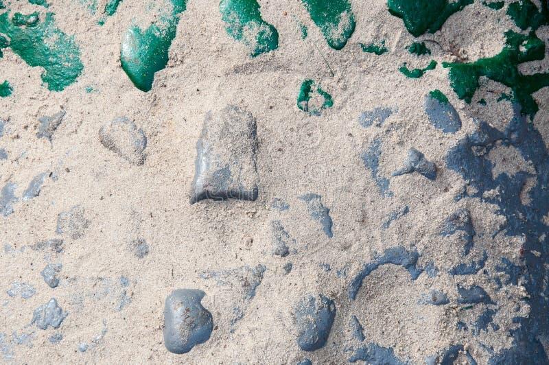 Το αντικείμενο είναι ένα μέρος ενός γλυπτού πετρών που χρωματίζεται με το χρώμα, που ψεκάζεται με την άμμο στοκ φωτογραφίες