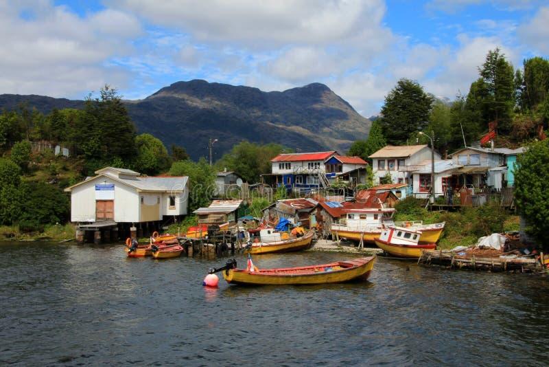 Το απομονωμένο Puerto Ίντεν στα νησιά του Ουέλλινγκτον, fiords της νότιας Χιλής στοκ εικόνες με δικαίωμα ελεύθερης χρήσης