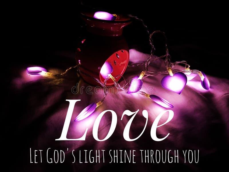Το απόσπασμα αγάπης το στίχο Βίβλων με την οδηγημένη αγάπη ανάβει το υπόβαθρο διακοσμήσεων στοκ φωτογραφία με δικαίωμα ελεύθερης χρήσης
