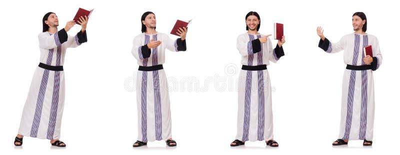 Το αραβικό άτομο με το koran που απομονώνεται στο λευκό στοκ εικόνες με δικαίωμα ελεύθερης χρήσης