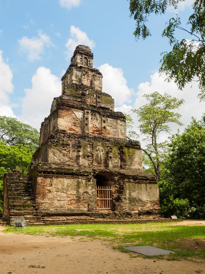 Το αρχαίο οικοδόμημα πολυθρυλήτων επτά στην αρχαία πόλη Polonnaruwa, Σρι Λάνκα στοκ εικόνες με δικαίωμα ελεύθερης χρήσης