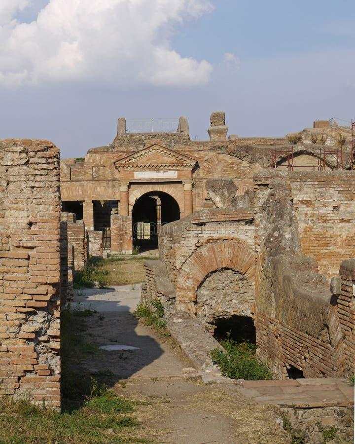 το αρχαίο τούβλο καταστ&rh στοκ εικόνες