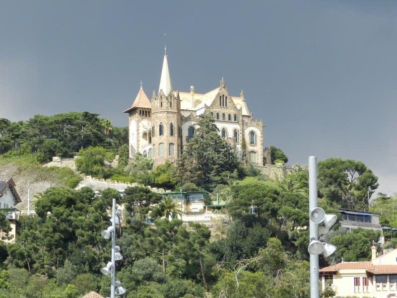 Το αρχαίο Castle στην παλαιά πόλη στη Βαρκελώνη στοκ εικόνα