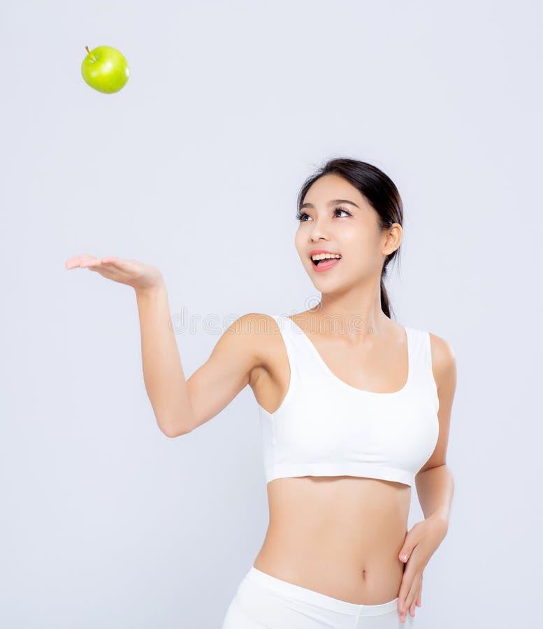 Το ασιατικό χαμόγελο γυναικών πορτρέτου ρίχνει τα πράσινα φρούτα μήλων και beautif στοκ φωτογραφία με δικαίωμα ελεύθερης χρήσης