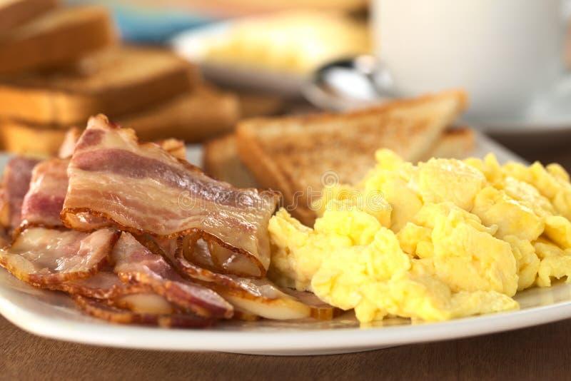 το αυγό μπέϊκον τηγάνισε αν&al στοκ εικόνες