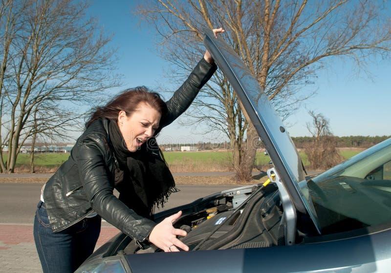 το αυτοκίνητο διακοπής έχει τη γυναίκα στοκ εικόνες