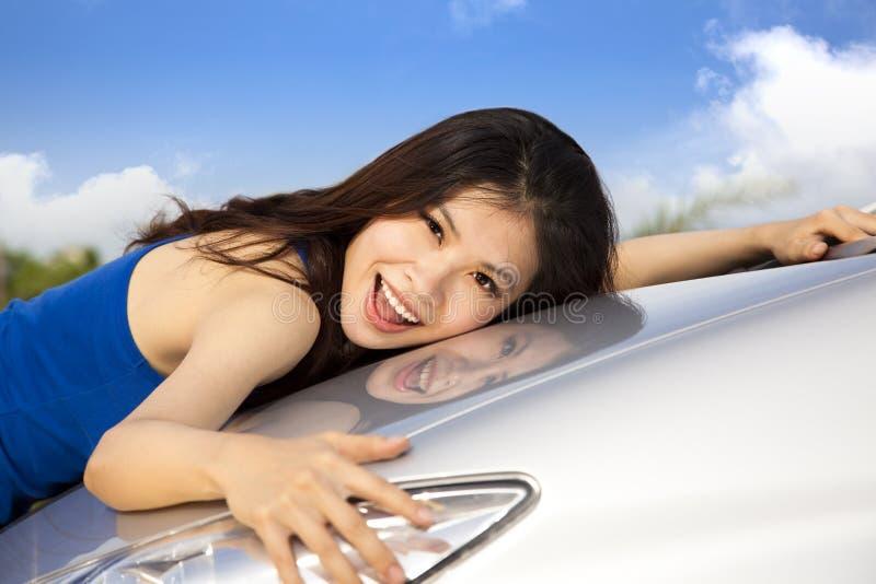 το αυτοκίνητο ι αγαπά νέο μ στοκ φωτογραφία