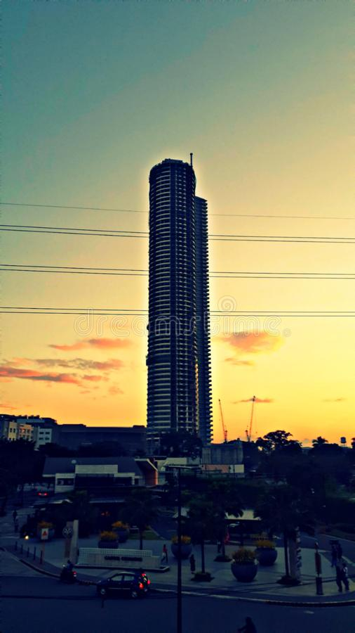 Το Αυτοκρατορικό Προφυλακτικό με φόντο την αυγή Τοποθεσία: Capitol Commons Pasig, Φιλιππίνες στοκ φωτογραφίες με δικαίωμα ελεύθερης χρήσης