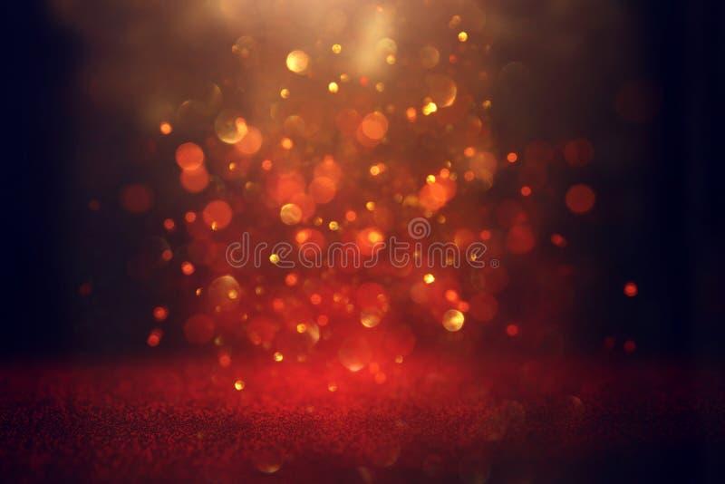 Το αφηρημένο κόκκινο ακτινοβολεί υπόβαθρο φω'των Defocused στοκ εικόνες