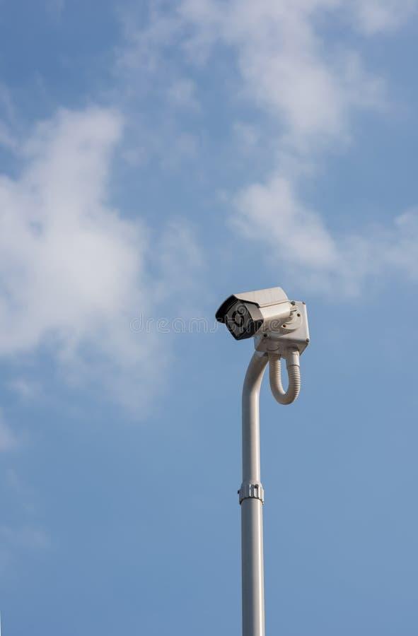 Το Α η σύγχρονη άσπρη κάμερα CCTV ασφάλειας στοκ φωτογραφία