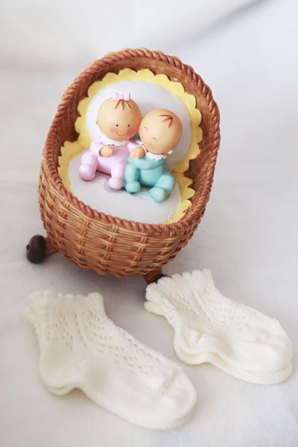 Το βάπτισμα λίγο μωρό κτυπά βίαια και λίγο παιχνίδι στοκ εικόνες με δικαίωμα ελεύθερης χρήσης