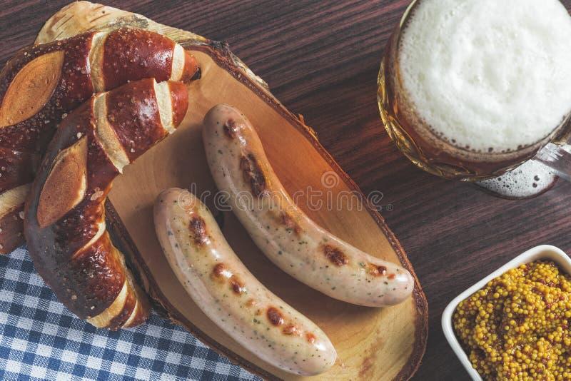 Το βαυαρικές weisswurst, pretzel και η μουστάρδα στοκ φωτογραφίες με δικαίωμα ελεύθερης χρήσης