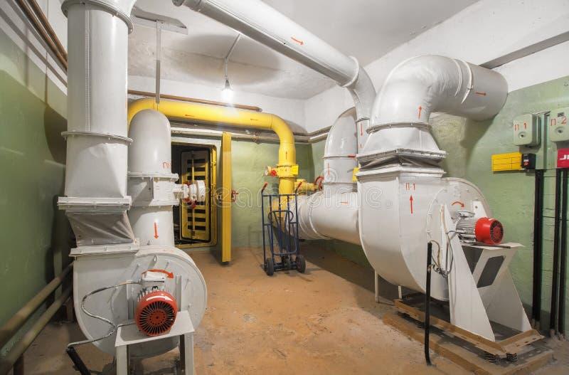 Το βιομηχανικό σύστημα εξαερισμού αέρα με τον ανεμιστήρα ανεφοδιασμού στοκ φωτογραφίες με δικαίωμα ελεύθερης χρήσης