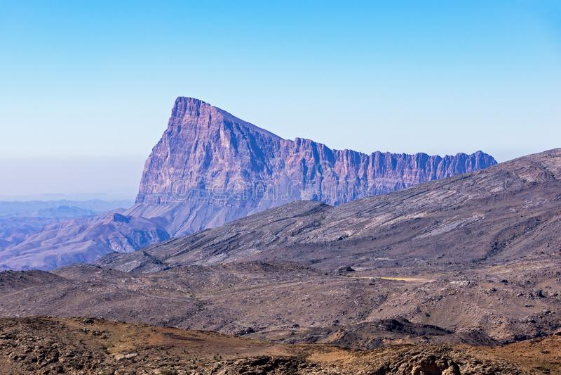 Το βουνό κοντά σε Jebel υποκρίνεται - σουλτανάτο του Ομάν στοκ εικόνα