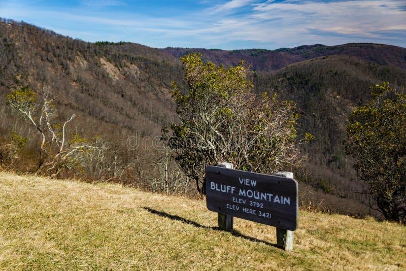 Το βουνό του Bluff αγνοεί, μπλε χώρος στάθμευσης κορυφογραμμών, βόρεια Καρολίνα, ΗΠΑ στοκ εικόνες με δικαίωμα ελεύθερης χρήσης