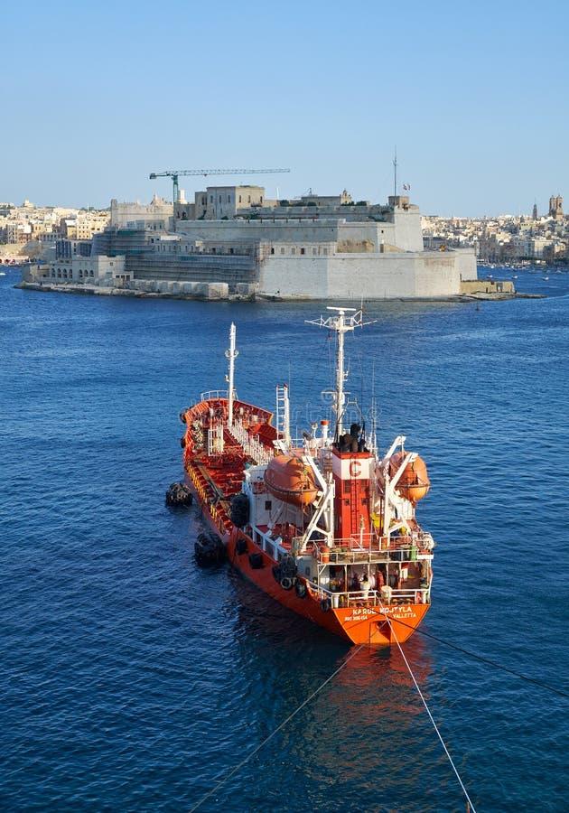 Το βυτιοφόρο KAROL WOJTYLA προϊόντων πετρελαίου έδεσε στο μεγάλο harbou στοκ εικόνες με δικαίωμα ελεύθερης χρήσης