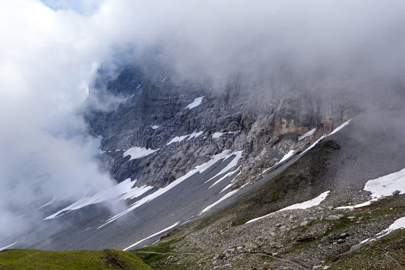 Το βόρειο πρόσωπο της κάλυψης eiger στα σύννεφα στοκ φωτογραφία με δικαίωμα ελεύθερης χρήσης