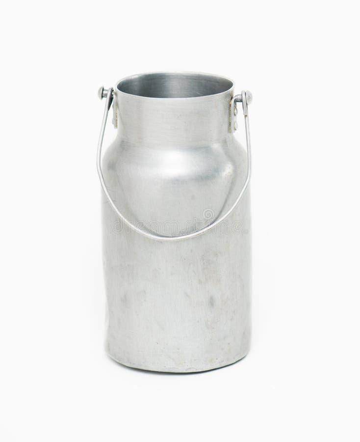 Το γάλα αλουμινίου μπορεί στο άσπρο υπόβαθρο στοκ φωτογραφία με δικαίωμα ελεύθερης χρήσης