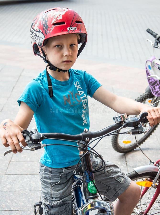 """Το γεγονός """"ημέρα ποδηλάτων """", Bicyclists, ενήλικοι και παιδιά, τα πορτρέτα τους στοκ φωτογραφίες με δικαίωμα ελεύθερης χρήσης"""