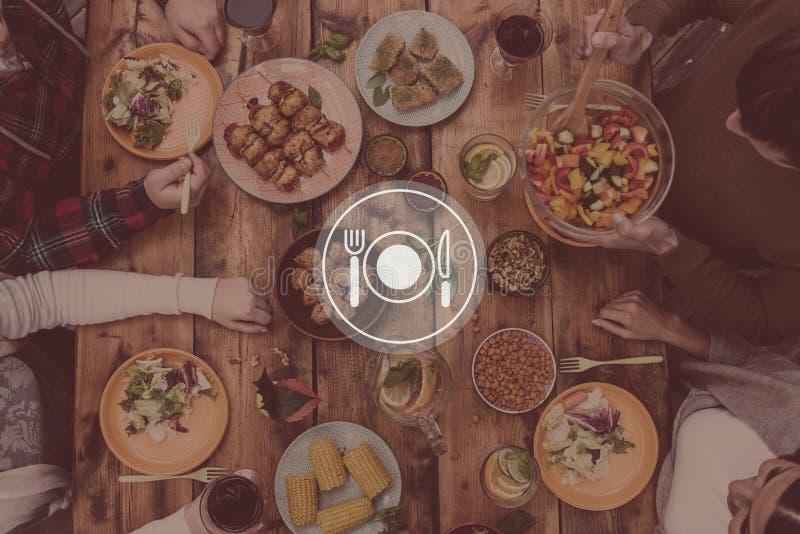 Το γεύμα εξυπηρετείται στοκ φωτογραφία με δικαίωμα ελεύθερης χρήσης