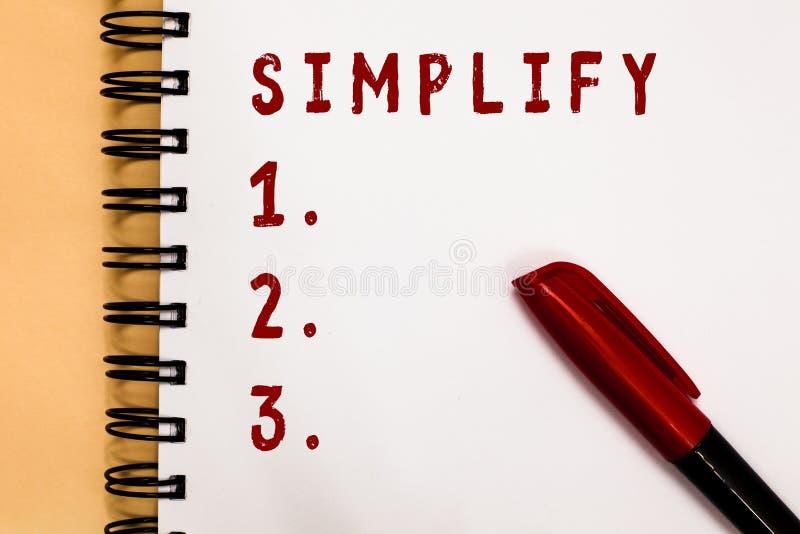 Το γράψιμο κειμένων γραφής απλοποιεί Η έννοια έννοιας καθιστά κάτι απλούστερο ή ευκολότερος να κάνει ή να καταλάβει διευκρινίστε  στοκ φωτογραφία