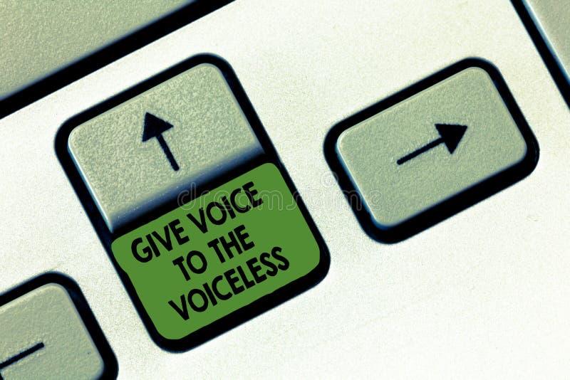 Το γράψιμο κειμένων γραφής δίνει τη φωνή στον άφωνο Η έννοια έννοιας μιλά έξω εκ μέρους υπερασπίζει τον τρωτό στοκ φωτογραφίες με δικαίωμα ελεύθερης χρήσης