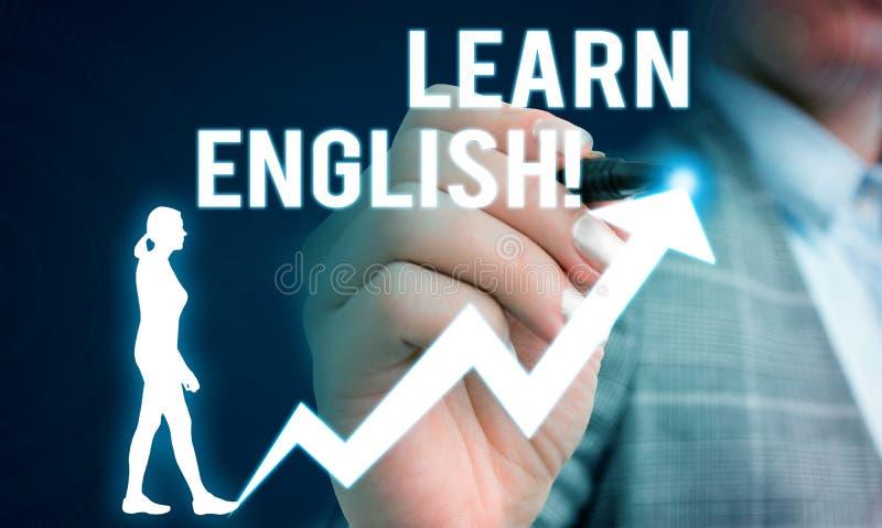 Το γράψιμο κειμένων γραφής μαθαίνει τα αγγλικά Το κέρδος έννοιας έννοιας αποκτά τη γνώση στη νέα γλώσσα από το θηλυκό άνθρωπο μελ στοκ φωτογραφία