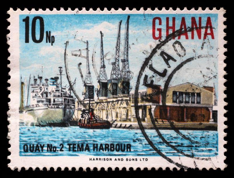 Το γραμματόσημο που τυπώνεται στη Γκάνα παρουσιάζει λιμάνι Tema στοκ εικόνα