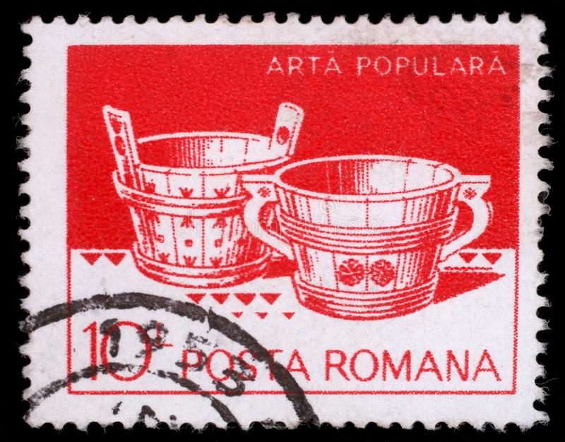 Το γραμματόσημο που τυπώνεται στη Ρουμανία παρουσιάζει ξύλινες σκάφες από Hunedoara και Suceava στοκ εικόνες