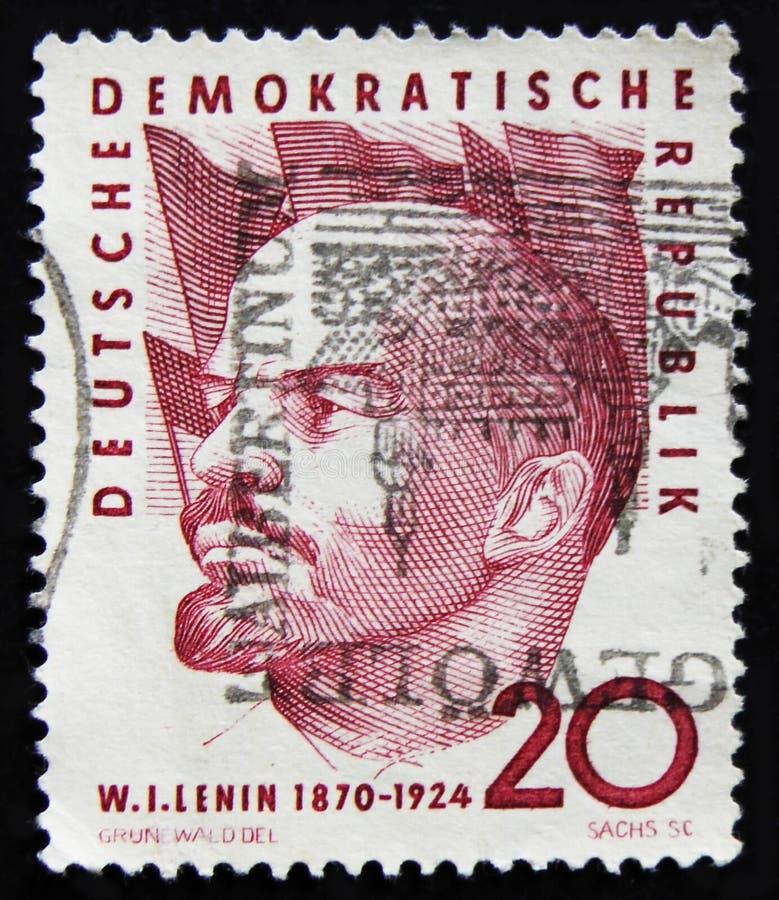 Το γραμματόσημο της ΟΔΓ Γερμανία παρουσιάζει πορτρέτο του Βλαντιμίρ Λένιν, ρωσικός κομμουνιστικός ηγέτης, circa το 1960 στοκ φωτογραφίες