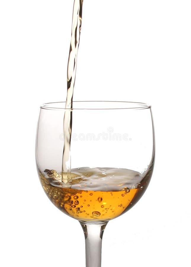 το γυαλί εγώ χύνει το κρασί στοκ εικόνα