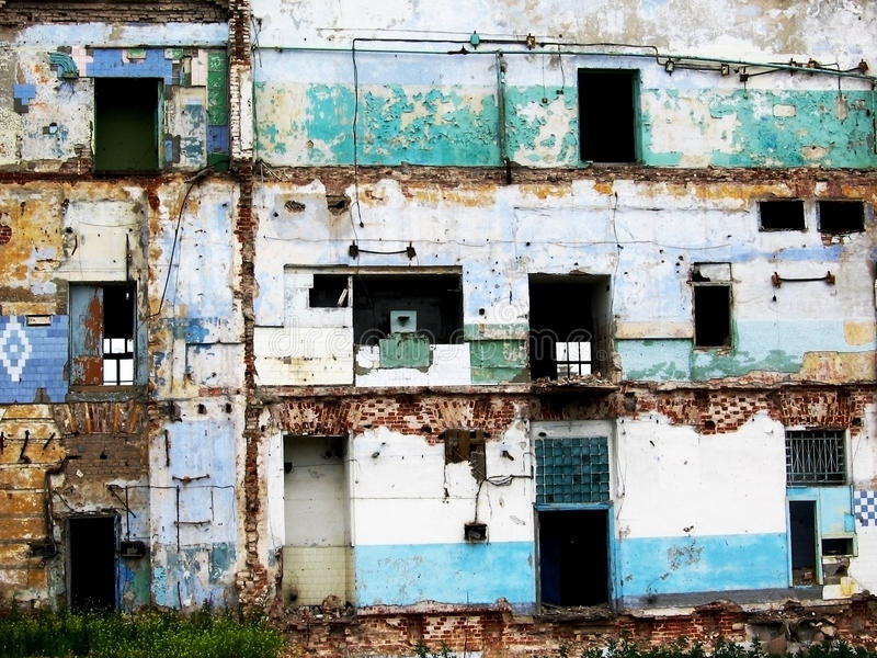 το εγκαταλειμμένο κτήριο έβλαψε παλαιό στοκ φωτογραφία με δικαίωμα ελεύθερης χρήσης