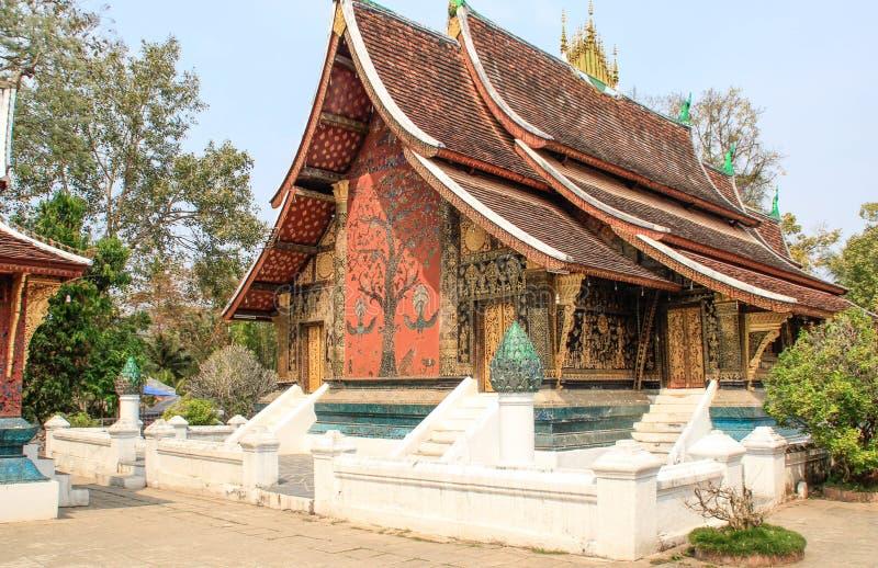 Το Εθνικό Μουσείο Prabang Luang και ο ναός Haw Kham στο Λάος είναι η κύρια έλξη της πόλης στοκ εικόνα