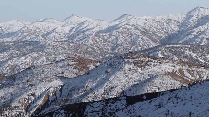 Το εθνικό πάρκο Toubkal, το μέγιστο μόριο 4,167m είναι το υψηλότερο στα βουνά και τη Βόρεια Αφρική ατλάντων, που πραγματοποιούν ο στοκ εικόνα με δικαίωμα ελεύθερης χρήσης