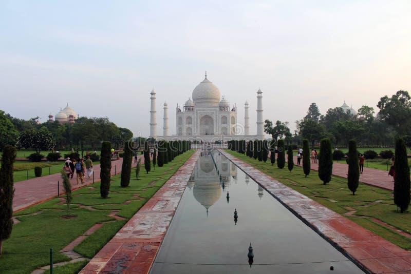 Το εικονίδιο της Ινδίας και του συμβόλου της αγάπης, το μεγαλοπρεπές Taj Mahal στοκ φωτογραφίες με δικαίωμα ελεύθερης χρήσης