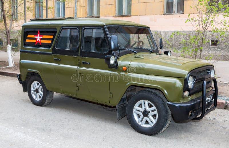 Το ειδικό ρωσικό τεθωρακισμένο όχημα uaz-3152 ουσάρος στάθμευσε στο CI στοκ φωτογραφία με δικαίωμα ελεύθερης χρήσης
