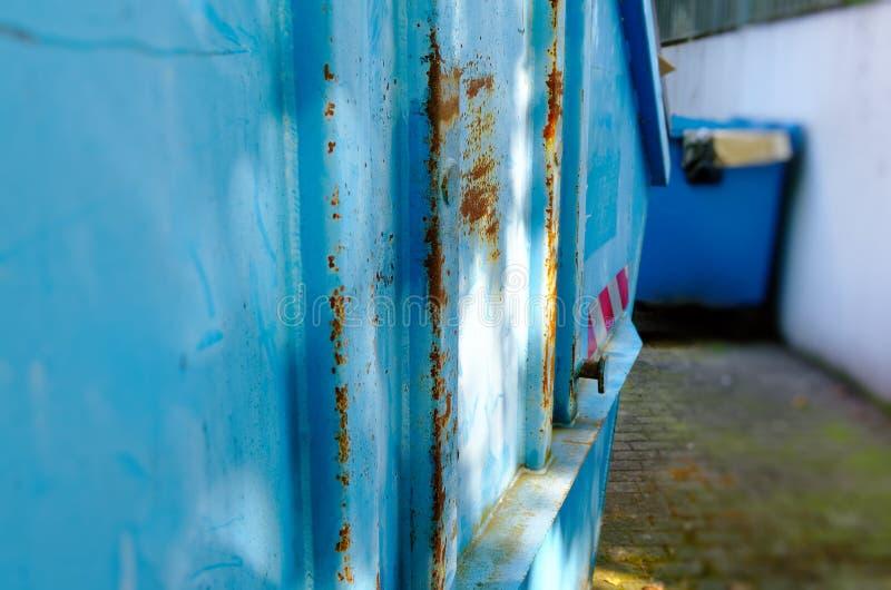 Το εμπορευματοκιβώτιο από τη Γερμανία με τις οδηγίες όπως το εμπορευματοκιβώτιο πρέπει να γεμίσουν για να διευκρινίσει την ανακύκ στοκ εικόνες με δικαίωμα ελεύθερης χρήσης