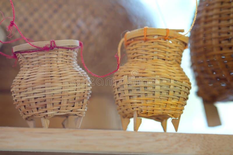 Το εμπορευματοκιβώτιο μπαμπού αναμνηστικών για τα πιασμένα ψάρια ένα  στοκ εικόνες με δικαίωμα ελεύθερης χρήσης