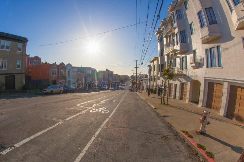 Το εξωτερικό Ρίτσμοντ στο Σαν Φρανσίσκο με στο υπόβαθρο κάτω στοκ φωτογραφία με δικαίωμα ελεύθερης χρήσης