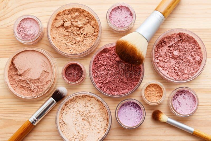 Το επίπεδο προϊόντων σκονών Makeup βρέθηκε στοκ εικόνα με δικαίωμα ελεύθερης χρήσης