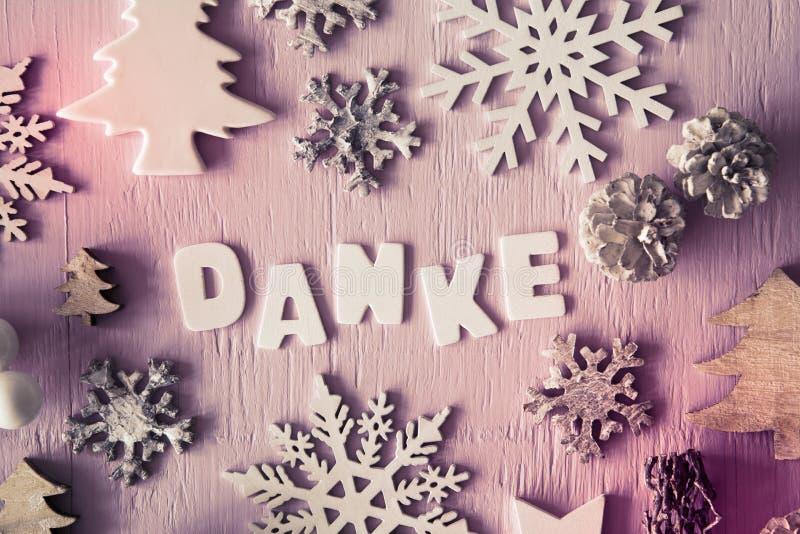 Το επίπεδο Χριστουγέννων βάζει, οι επιστολές με τα μέσα Danke σας ευχαριστούν, φίλτρο Instagram στοκ εικόνα