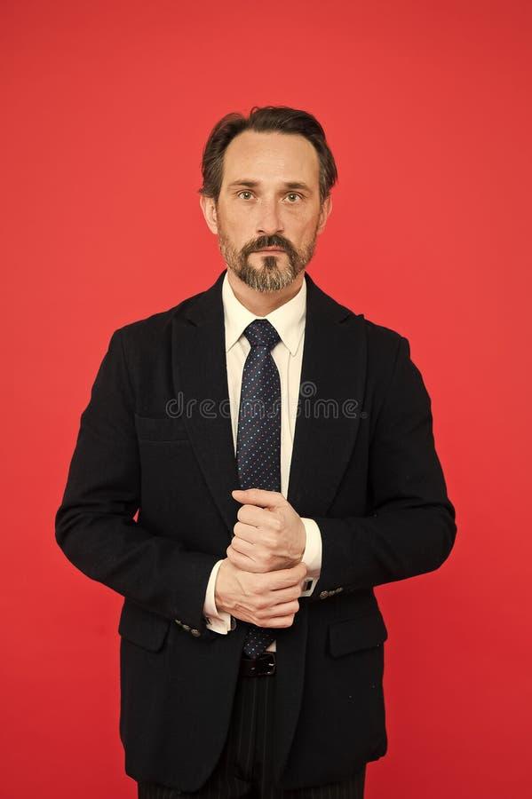 Το επί παραγγελία κοστούμι κολακεύει κάθε κομιστή Τέλειο κοστούμι για κάθε τύπο τύπου Πρότυπη ένδυση μόδας ατόμων όμορφη ώριμη στοκ εικόνα με δικαίωμα ελεύθερης χρήσης