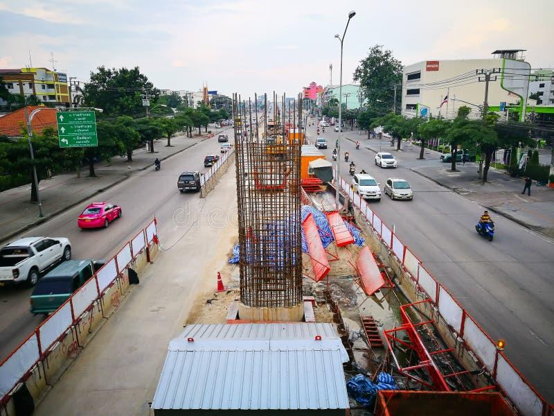 Το εργοτάξιο οικοδομής για BTS skytrain είναι μελλοντικό ένα ανυψωμένο γρήγορο σύστημα μεταφορών στη Μπανγκόκ σε Sukhapiban 3 δρό στοκ φωτογραφία