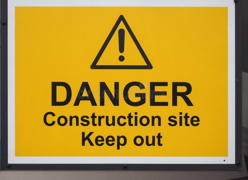 το εργοτάξιο οικοδομής κινδύνου κρατά έξω το σημάδι στοκ φωτογραφίες