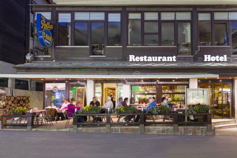 Το εστιατόριο ενός ξενοδοχείου στην περιοχή Zermatt στην Ελβετία στοκ εικόνες