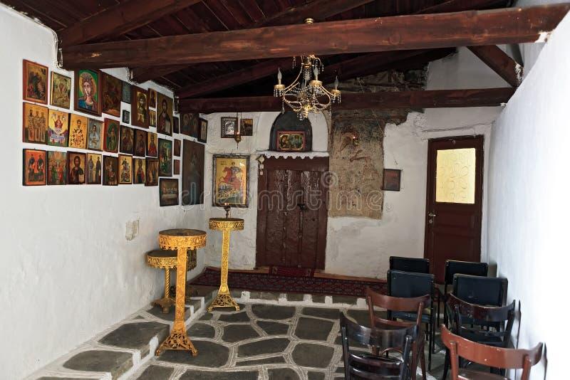 Το εσωτερικό μέσα σε ένα μικρό παρεκκλησι στην Ελλάδα στοκ εικόνες