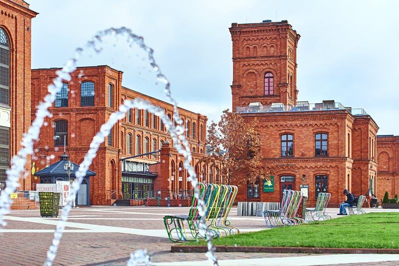 Το εσωτερικό ναυπηγείο Manufaktura, τέχνες στρέφεται, λεωφόρος αγορών, και ελεύθερος χρόνος σύνθετος στο Λοντζ, Πολωνία στοκ φωτογραφίες