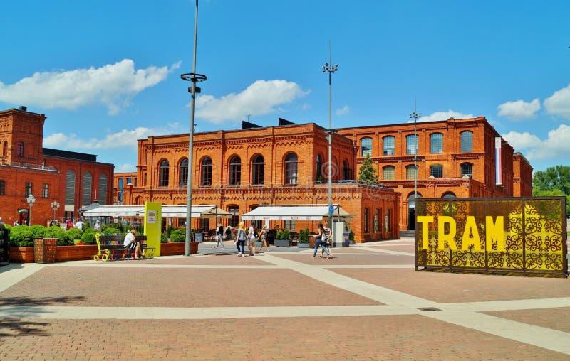 Το εσωτερικό τετράγωνο Manufaktura, τέχνες στρέφεται, λεωφόρος αγορών, και ελεύθερος χρόνος σύνθετος στο Λοντζ, Πολωνία στοκ φωτογραφία με δικαίωμα ελεύθερης χρήσης